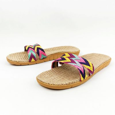 Comfortable flat slippers for women