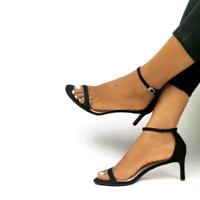 Low heel black sandals
